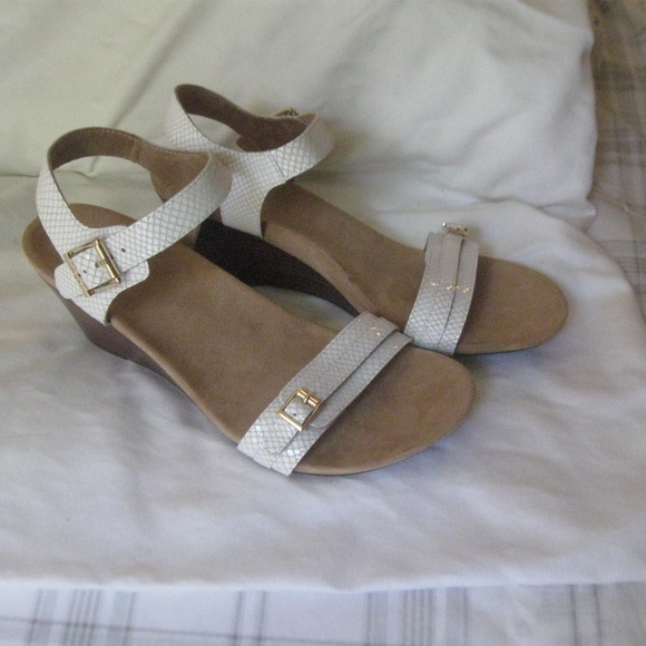 c0439944feb7 Vionic Noble Laurie White Snake Wedge Sandals 11